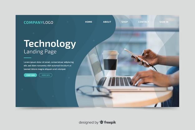 Pagina di destinazione della tecnologia con la foto del laptop Vettore gratuito