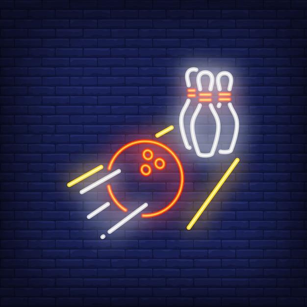 Palla da bowling che rotola sul segno al neon del vicolo Vettore gratuito