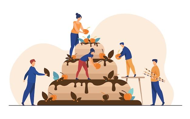 Panettieri che preparano la torta nuziale o di compleanno Vettore gratuito