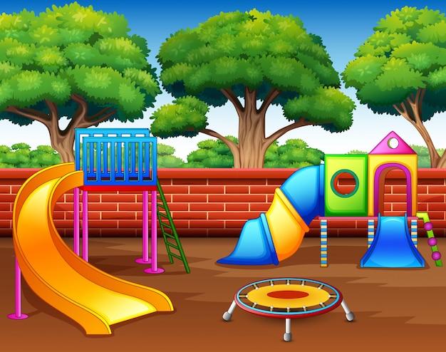 Parco giochi per bambini con scivoli nel parco Vettore Premium