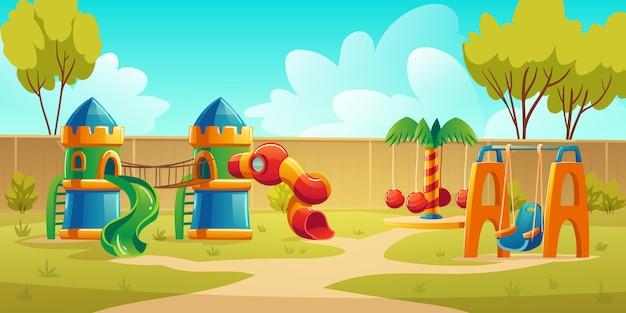 Parco giochi per bambini nel parco estivo con giostra Vettore gratuito