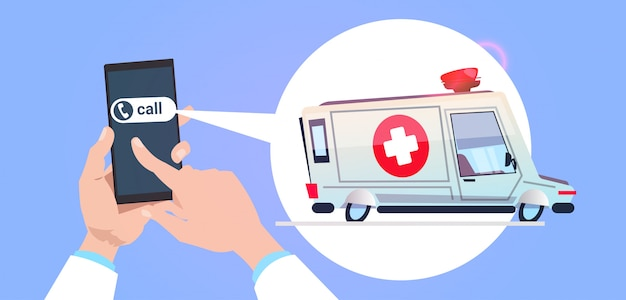 Passi lo smart phone della tenuta che chiama nel servizio di emergenza con l'automobile dell'ambulanza nella bolla di chiacchierata Vettore Premium