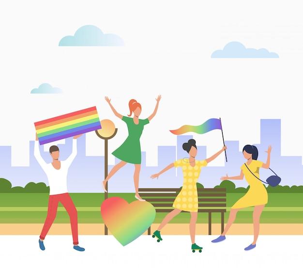 Persone in possesso di bandiere lgbt in orgoglio sfilata Vettore gratuito