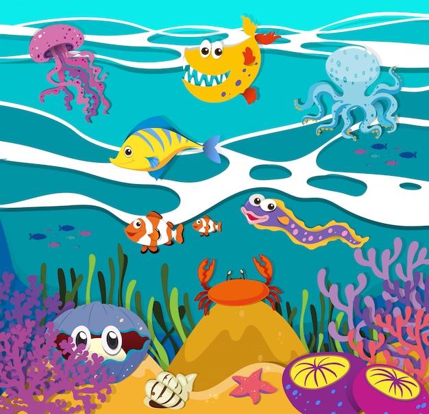 Pesci e animali marini sotto l'oceano Vettore gratuito