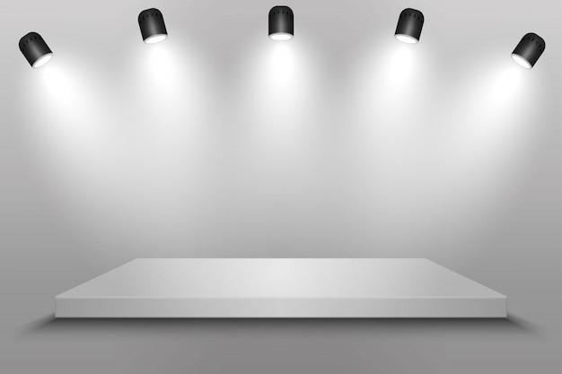 Piattaforma bianca, podio o piedistallo con faretti. Vettore Premium