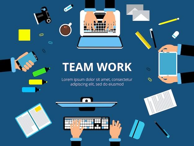 Poster con mani e dispositivi informatici. presentazione aziendale o altre azioni. Vettore Premium
