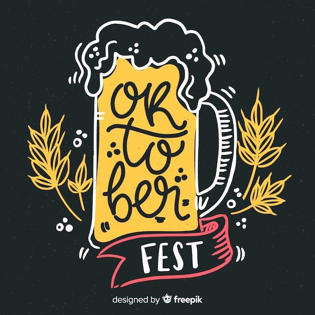 Primo piano della birra alla spina più oktoberfest disegnato a mano Vettore gratuito