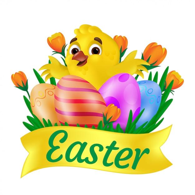 Pulcino giallo sorridente sveglio che abbraccia le uova dipinte sull'erba con i tulipani arancio e il nastro di pasqua. illustrazione isolato su sfondo bianco. può essere utilizzato per la progettazione di biglietti d'auguri o banner web Vettore Premium