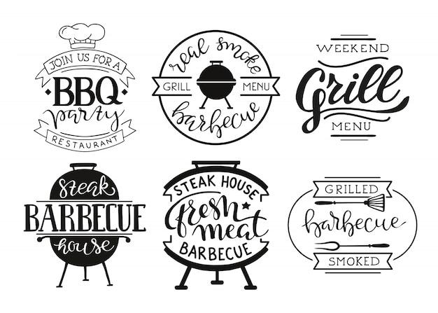 Raccolta di testo disegnato a mano di cibo grigliato, salsicce, pollo, patatine fritte, bistecche, pesce Vettore gratuito