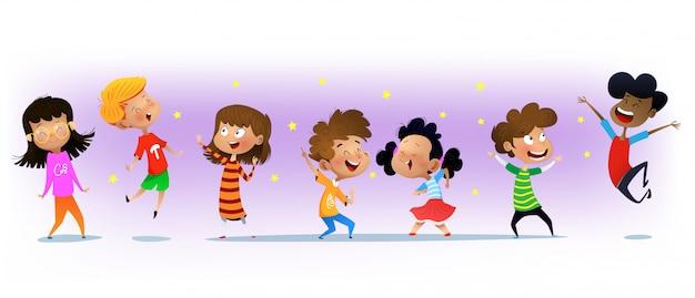 Ragazzi e ragazze multirazziali emozionanti che si divertono Vettore Premium