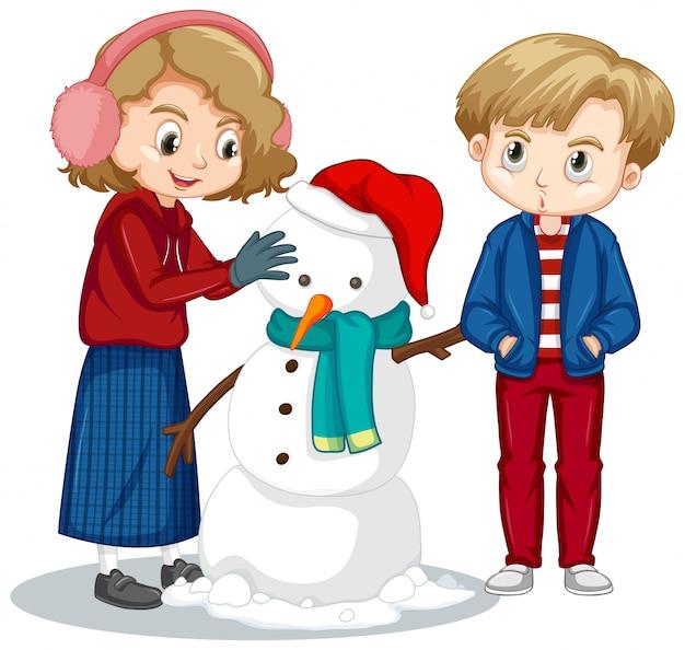 Ragazzo e ragazza che fanno pupazzo di neve sul bianco Vettore gratuito
