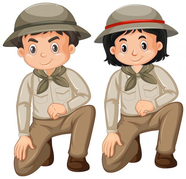 Ragazzo e ragazza in attrezzatura di safari su bianco Vettore gratuito