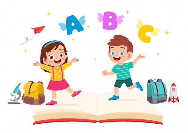 Ragazzo e ragazza svegli felici del bambino con il libro e la lettera Vettore Premium