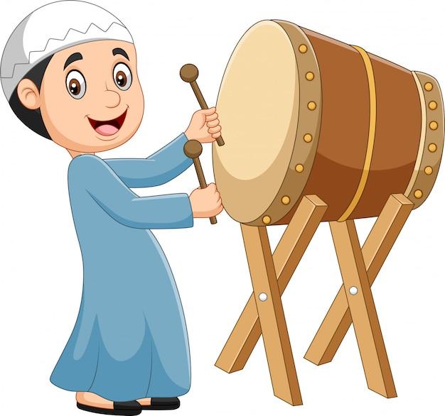 Ragazzo musulmano del fumetto che colpisce bedug Vettore Premium