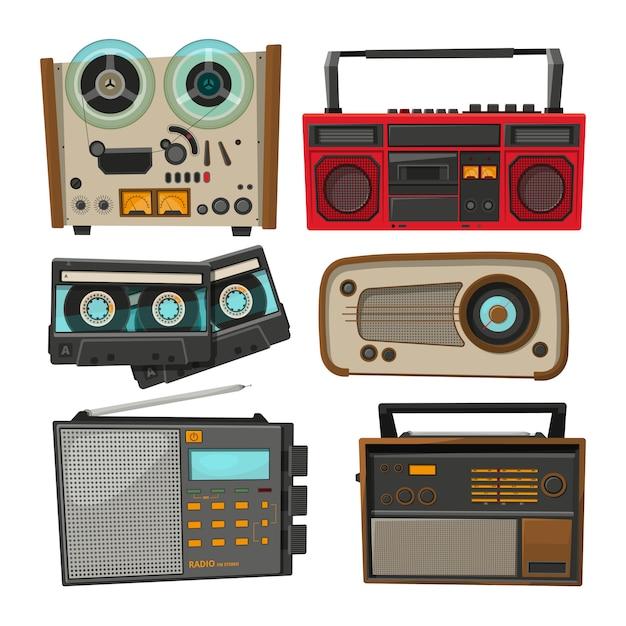 Registratori audio vintage isolati su bianco Vettore Premium