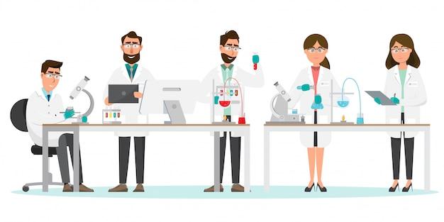 Ricerca uomo e donna in un laboratorio Vettore Premium