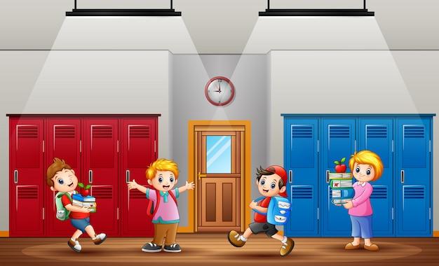 Ritorno a scuola, gli alunni tornano a scuola dopo le vacanze Vettore Premium