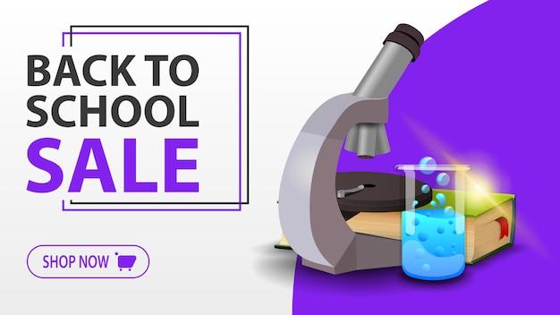 Ritorno a scuola vendita, bandiera bianca con microscopio, libri e pallone chimico Vettore Premium