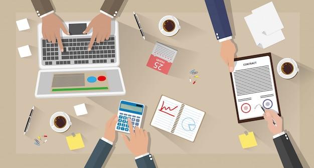 Riunione d'affari e lavoro di squadra Vettore Premium