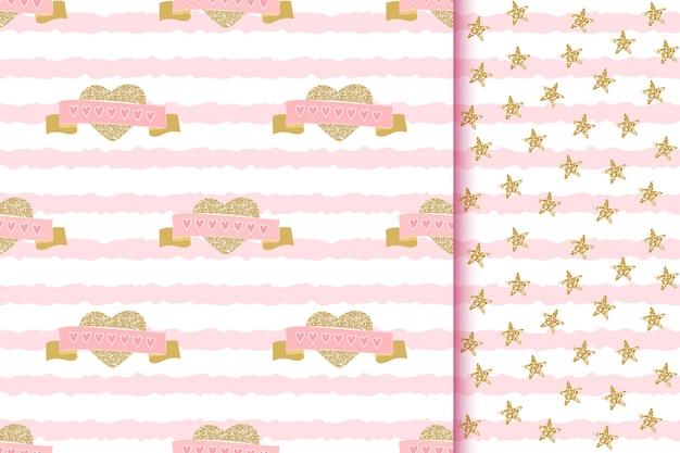 Romantici modelli senza cuciture scintillanti con amore scintillano cuori dorati e nastri su strisce rosa Vettore Premium