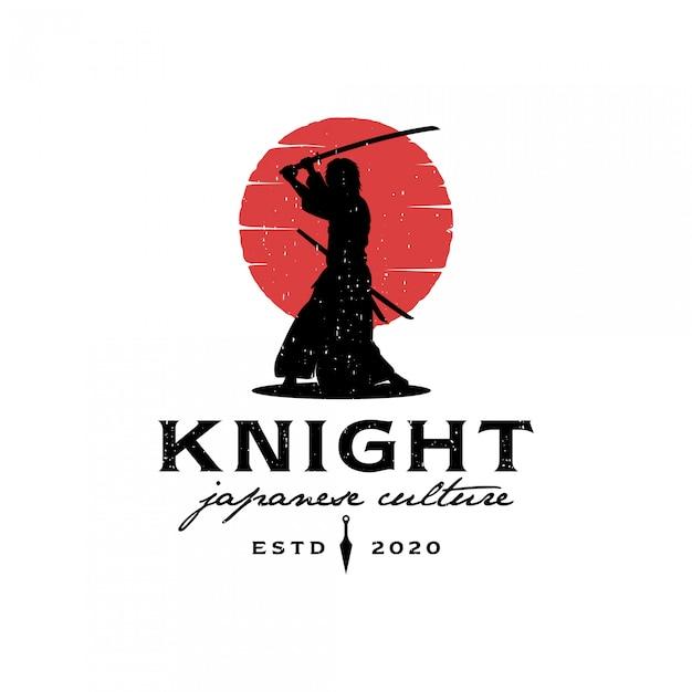Sagoma samurai con logo luna rossa Vettore Premium
