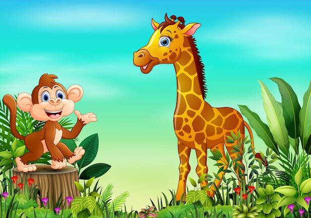Scena della natura con una scimmia che si siede sul ceppo e sulla giraffa di albero Vettore Premium