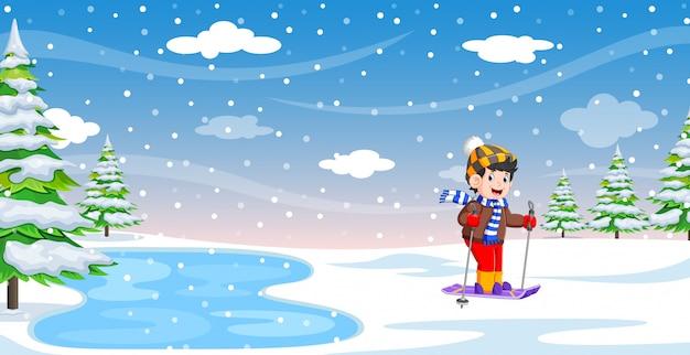 Sciatore maschio durante le vacanze invernali Vettore Premium