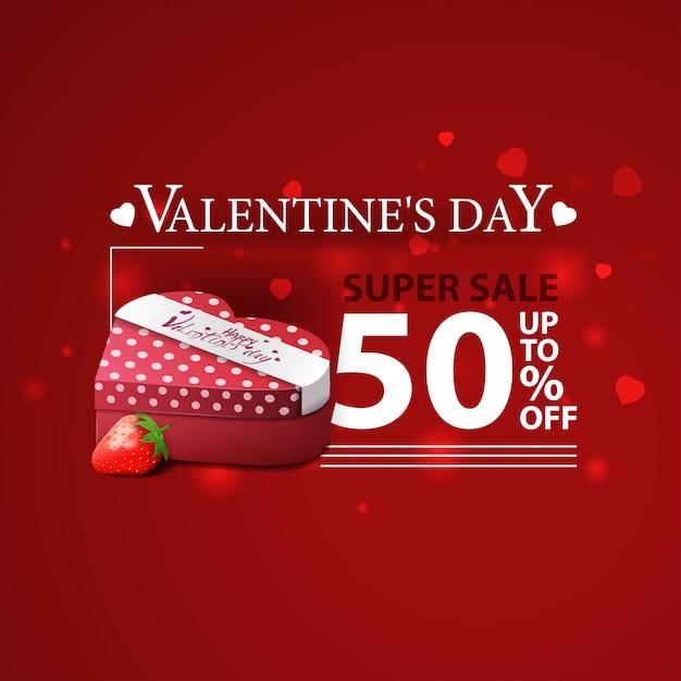 Sconto banner rosso per san valentino con doni e fragole Vettore Premium