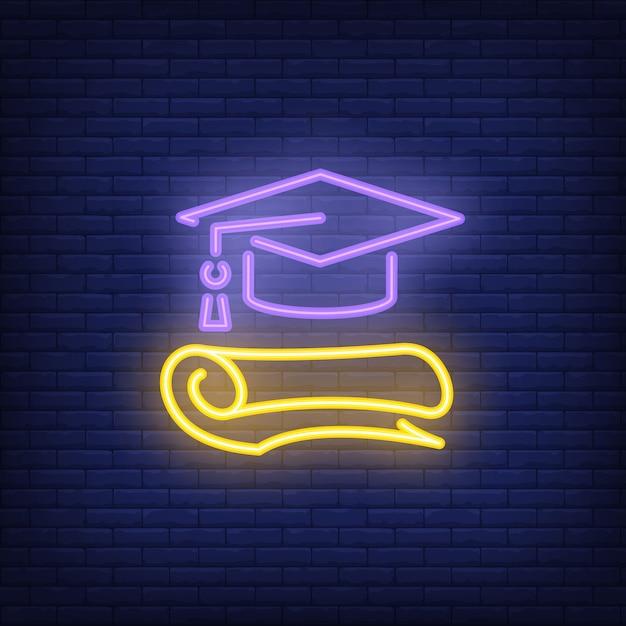 Segno al neon di laurea. cappello e diploma di laurea. pubblicità luminosa di notte. Vettore gratuito