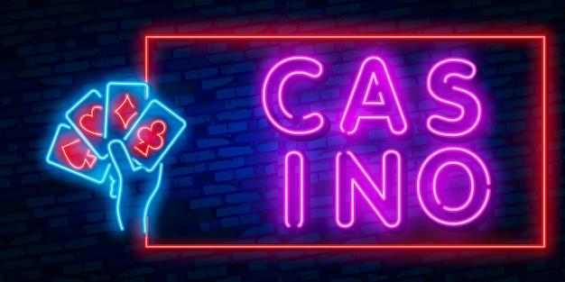Segno al neon isolato realistico del casinò Vettore Premium