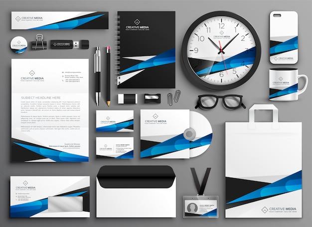 Set completo di materiale di cancelleria aziendale Vettore gratuito