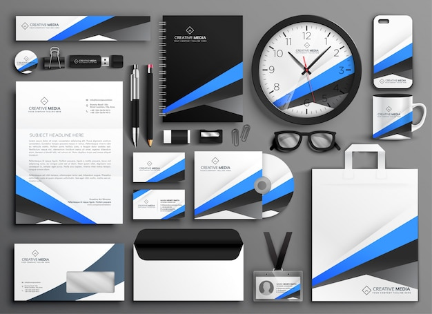 Set design moderno di cancelleria aziendale Vettore gratuito