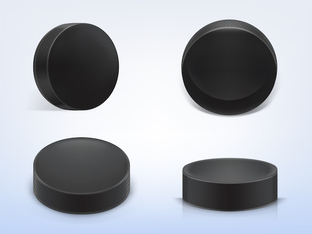 Set di 3d realistico dischi di gomma nera per giocare a hockey su ghiaccio isolato su sfondo chiaro Vettore gratuito