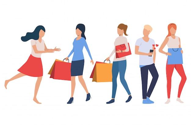 Set di acquirenti. donne in possesso di borse della spesa Vettore gratuito