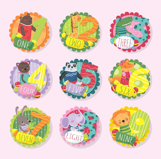 Set di emblemi rotondi colorati con numeri da 1 a 9 e diversi animali. orso, giraffa, coccodrillo, gattino, panda, volpe, coniglietto, elefante e leone. Vettore Premium