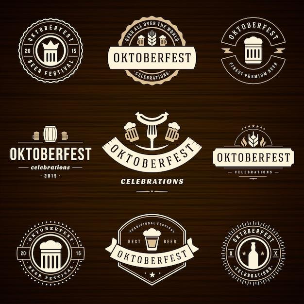 Set di etichette e distintivi dell'oktoberfest tipografici vintage Vettore Premium