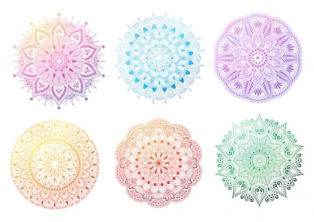 Set di mandala rotonda gradiente su sfondo bianco. mandala con motivi floreali. illustrazione Vettore Premium