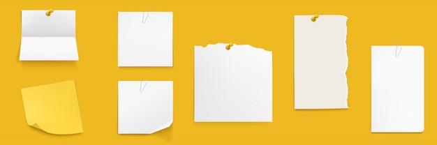 Set di note di carta, fogli di quaderno bianco sul muro Vettore gratuito