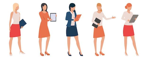 Set di signore fiducioso tenendo presentazioni Vettore gratuito