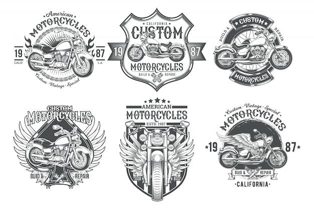 Set vettoriale badge vintage vintage, emblemi con una motocicletta personalizzata Vettore gratuito