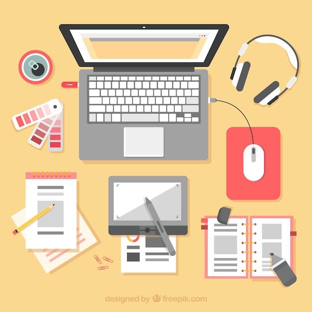 Sfondo di area di lavoro di progettazione grafica con scrivania e strumenti Vettore gratuito