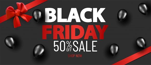 Sfondo di layout di vendita venerdì nero con nastro di raso rosso e fiocco e palloncini Vettore Premium