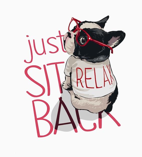 Siediti slogan con il cane del fumetto in vetri rossi e rilassati illustrazione della maglietta Vettore Premium