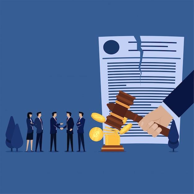 Stretta di mano della squadra di affari per il verdetto annullato con soldi Vettore Premium