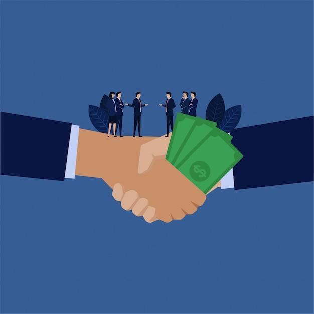Stretta di mano di affari con metafora dei soldi di corruzione. Vettore Premium