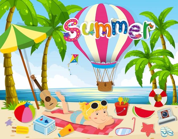 Tema estivo con donna in bikini sulla spiaggia Vettore gratuito