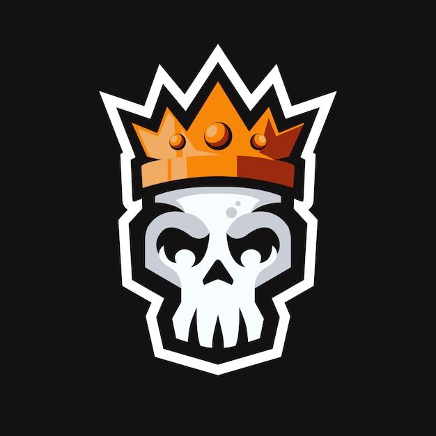 Testa di teschio con logo mascotte corona re Vettore Premium