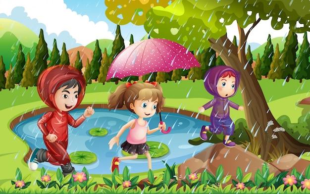Disegno Di Bambino Che Corre : Tre bambini che corrono sotto la pioggia scaricare vettori premium