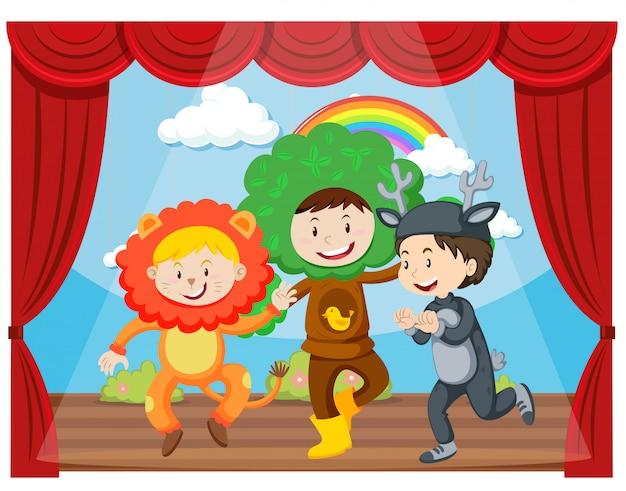 Tre bambini che si esibiscono sul palco Vettore gratuito