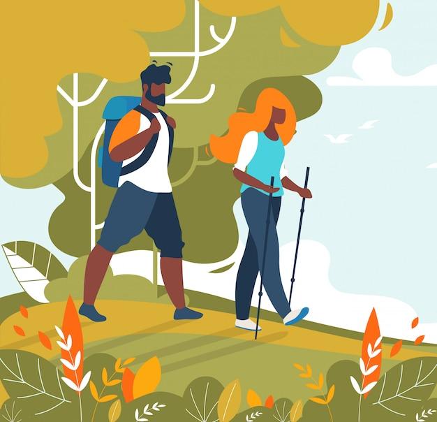 Turisti di coppia uomo e donna trekking ed escursionismo Vettore Premium